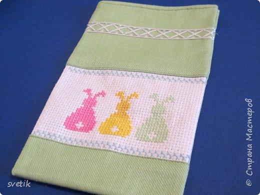 В том году я уже вышивала таких заек, только оформила в подвеску-игольницу http://stranamasterov.ru/node/911212?t=999 В этом году решила сделать мешочек для маленького сюрприза.   фото 3
