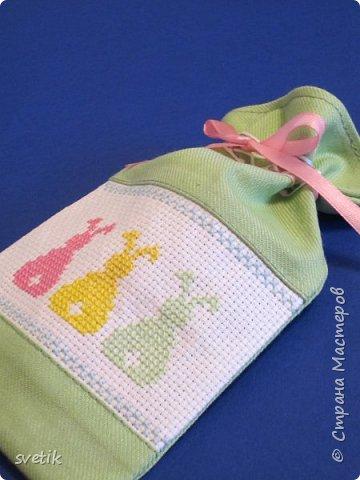 В том году я уже вышивала таких заек, только оформила в подвеску-игольницу http://stranamasterov.ru/node/911212?t=999 В этом году решила сделать мешочек для маленького сюрприза.   фото 1