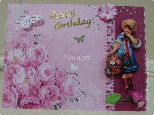 """Вот такая открыточка получилась для подруги в день ее рождения. Цветочки, ажурная бабочка, бубенчик и полужемчужинки, украшают открытку с итальянскими пирожными """"Макарон"""" фото 2"""