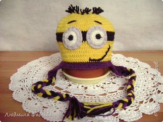 Знакомая попросила сынишке на день рождения связать шапочку с мордашкой. После долгих поисков было решено связать шапочку Миньон. МК здесь http://mycrafts.com/diy/shapka-kryuchkom-dlya-malchika-minon-crochet-minion-hat/ , но как и все мастерицы свою лепту тоже внесла)))) фото 1