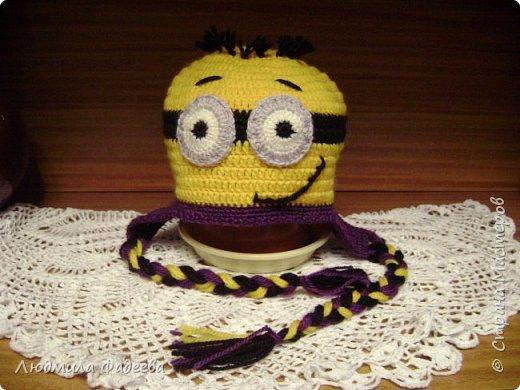 Знакомая попросила сынишке на день рождения связать шапочку с мордашкой. После долгих поисков было решено связать шапочку Миньон. МК здесь http://mycrafts.com/diy/shapka-kryuchkom-dlya-malchika-minon-crochet-minion-hat/ , но как и все мастерицы свою лепту тоже внесла)))) фото 2