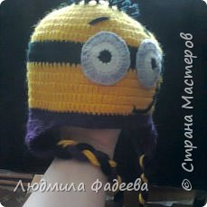 Знакомая попросила сынишке на день рождения связать шапочку с мордашкой. После долгих поисков было решено связать шапочку Миньон. МК здесь http://mycrafts.com/diy/shapka-kryuchkom-dlya-malchika-minon-crochet-minion-hat/ , но как и все мастерицы свою лепту тоже внесла)))) фото 3