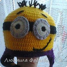 Знакомая попросила сынишке на день рождения связать шапочку с мордашкой. После долгих поисков было решено связать шапочку Миньон. МК здесь http://mycrafts.com/diy/shapka-kryuchkom-dlya-malchika-minon-crochet-minion-hat/ , но как и все мастерицы свою лепту тоже внесла)))) фото 4
