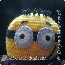 Знакомая попросила сынишке на день рождения связать шапочку с мордашкой. После долгих поисков было решено связать шапочку Миньон. МК здесь http://mycrafts.com/diy/shapka-kryuchkom-dlya-malchika-minon-crochet-minion-hat/ , но как и все мастерицы свою лепту тоже внесла)))) фото 5