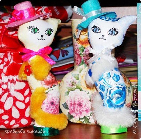 """ДОБРЫЙ ДЕНЬ МОИ дорогие мастера и мастерицы , сегодня я к вам  с двумя мадам - кисами,  понравилось мне работать в технике """"  грунтовый текстиль """", получились  две статуэточки кошечек в шляпках. фото 10"""