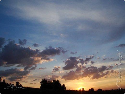 Небо – самый верный и надёжный друг. Особенно, когда на душе грустно или тревожно, когда чувствуешь себя одиноким, преданным, забытым... Светло-голубое, с белоснежными воздушными облаками дарит надежду и ощущение радостного покоя. Ночное небо, усыпанное звёздами, позволяет поверить в сказку, в осуществление самых сокровенных желаний. Даже серое, затянутое тучами, мрачное небо говорит о ничтожности существующих проблем и возвещает о величии природы. фото 10