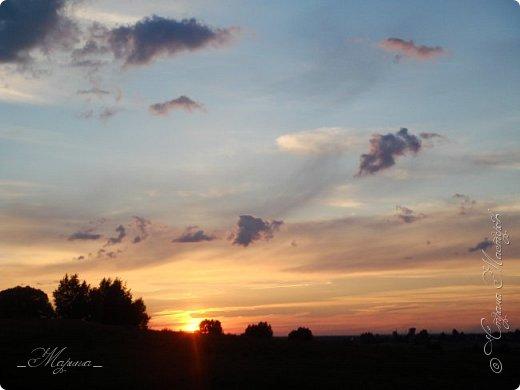 Небо – самый верный и надёжный друг. Особенно, когда на душе грустно или тревожно, когда чувствуешь себя одиноким, преданным, забытым... Светло-голубое, с белоснежными воздушными облаками дарит надежду и ощущение радостного покоя. Ночное небо, усыпанное звёздами, позволяет поверить в сказку, в осуществление самых сокровенных желаний. Даже серое, затянутое тучами, мрачное небо говорит о ничтожности существующих проблем и возвещает о величии природы. фото 13