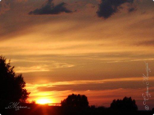 Небо – самый верный и надёжный друг. Особенно, когда на душе грустно или тревожно, когда чувствуешь себя одиноким, преданным, забытым... Светло-голубое, с белоснежными воздушными облаками дарит надежду и ощущение радостного покоя. Ночное небо, усыпанное звёздами, позволяет поверить в сказку, в осуществление самых сокровенных желаний. Даже серое, затянутое тучами, мрачное небо говорит о ничтожности существующих проблем и возвещает о величии природы. фото 5