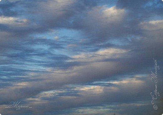Небо – самый верный и надёжный друг. Особенно, когда на душе грустно или тревожно, когда чувствуешь себя одиноким, преданным, забытым... Светло-голубое, с белоснежными воздушными облаками дарит надежду и ощущение радостного покоя. Ночное небо, усыпанное звёздами, позволяет поверить в сказку, в осуществление самых сокровенных желаний. Даже серое, затянутое тучами, мрачное небо говорит о ничтожности существующих проблем и возвещает о величии природы. фото 2