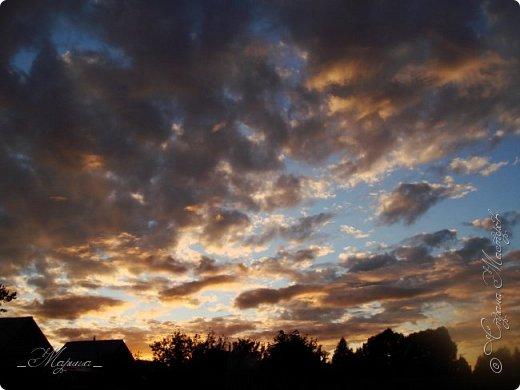 Небо – самый верный и надёжный друг. Особенно, когда на душе грустно или тревожно, когда чувствуешь себя одиноким, преданным, забытым... Светло-голубое, с белоснежными воздушными облаками дарит надежду и ощущение радостного покоя. Ночное небо, усыпанное звёздами, позволяет поверить в сказку, в осуществление самых сокровенных желаний. Даже серое, затянутое тучами, мрачное небо говорит о ничтожности существующих проблем и возвещает о величии природы. фото 12