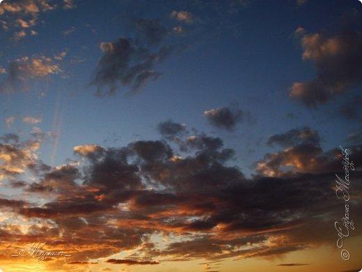 Небо – самый верный и надёжный друг. Особенно, когда на душе грустно или тревожно, когда чувствуешь себя одиноким, преданным, забытым... Светло-голубое, с белоснежными воздушными облаками дарит надежду и ощущение радостного покоя. Ночное небо, усыпанное звёздами, позволяет поверить в сказку, в осуществление самых сокровенных желаний. Даже серое, затянутое тучами, мрачное небо говорит о ничтожности существующих проблем и возвещает о величии природы. фото 3