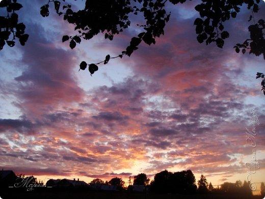 Небо – самый верный и надёжный друг. Особенно, когда на душе грустно или тревожно, когда чувствуешь себя одиноким, преданным, забытым... Светло-голубое, с белоснежными воздушными облаками дарит надежду и ощущение радостного покоя. Ночное небо, усыпанное звёздами, позволяет поверить в сказку, в осуществление самых сокровенных желаний. Даже серое, затянутое тучами, мрачное небо говорит о ничтожности существующих проблем и возвещает о величии природы. фото 4