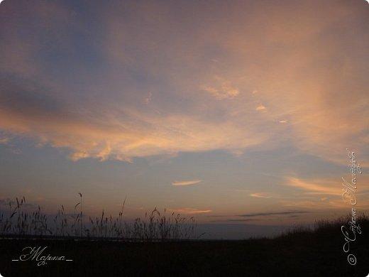Небо – самый верный и надёжный друг. Особенно, когда на душе грустно или тревожно, когда чувствуешь себя одиноким, преданным, забытым... Светло-голубое, с белоснежными воздушными облаками дарит надежду и ощущение радостного покоя. Ночное небо, усыпанное звёздами, позволяет поверить в сказку, в осуществление самых сокровенных желаний. Даже серое, затянутое тучами, мрачное небо говорит о ничтожности существующих проблем и возвещает о величии природы. фото 8