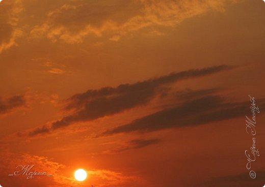 Небо – самый верный и надёжный друг. Особенно, когда на душе грустно или тревожно, когда чувствуешь себя одиноким, преданным, забытым... Светло-голубое, с белоснежными воздушными облаками дарит надежду и ощущение радостного покоя. Ночное небо, усыпанное звёздами, позволяет поверить в сказку, в осуществление самых сокровенных желаний. Даже серое, затянутое тучами, мрачное небо говорит о ничтожности существующих проблем и возвещает о величии природы. фото 9