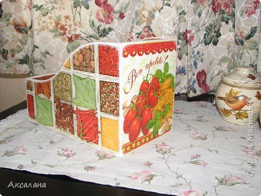 Короб для хранения специй выполнен в технике декупаж.  фото 5
