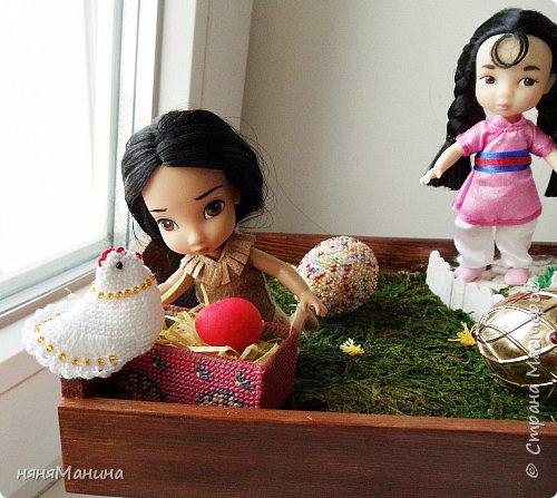 """Вот такой поднос(лоток) для пасхальных яиц соорудился у меня на стыке различных рукодельных техник. Здесь и вышивка крестом по пластиковой канве, вязание крючком, вышивка бисером. попробовала совершенно новое для себя рукотворчество """"миниатюру"""" фото 4"""
