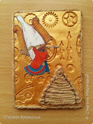 """Новая серия АТС """"Сокровище Древнего Египта"""". Фон сделан из пластики, покрашен золотой акриловой краской. Пирамиды из бечёвки.  Есть большое желание обменяться с опытными мастерицами, с кем ранее не менялась.  Давайте знакомиться и меняться :) фото 4"""