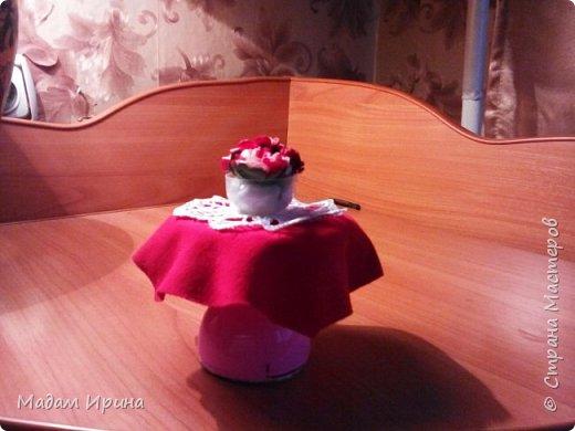 Всем привет!!!! Спасибо ,что решили заглянуть ко мне на страничку... Моя маленькая племяшка постоянно просит , чтобы я сделала ей что-нибудь из кукольной мебели... Долго не решалась, но сегодня рискнула попробовать!!!  Ну вот выставляю на ваш суд... Моя первая мебелюшка... Полный комплект: диван,подставка под ноги,пуфик,столик...а теперь каждый предмет поближе.   Поехали!!! фото 4