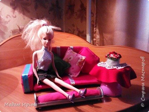 Всем привет!!!! Спасибо ,что решили заглянуть ко мне на страничку... Моя маленькая племяшка постоянно просит , чтобы я сделала ей что-нибудь из кукольной мебели... Долго не решалась, но сегодня рискнула попробовать!!!  Ну вот выставляю на ваш суд... Моя первая мебелюшка... Полный комплект: диван,подставка под ноги,пуфик,столик...а теперь каждый предмет поближе.   Поехали!!! фото 7