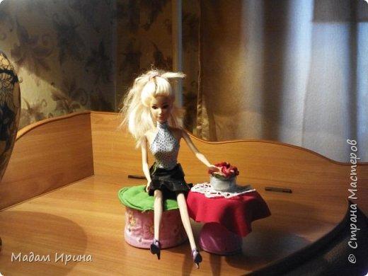 Всем привет!!!! Спасибо ,что решили заглянуть ко мне на страничку... Моя маленькая племяшка постоянно просит , чтобы я сделала ей что-нибудь из кукольной мебели... Долго не решалась, но сегодня рискнула попробовать!!!  Ну вот выставляю на ваш суд... Моя первая мебелюшка... Полный комплект: диван,подставка под ноги,пуфик,столик...а теперь каждый предмет поближе.   Поехали!!! фото 8