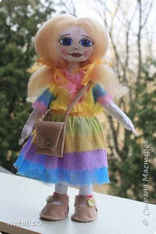 Добрый вечер всем!!! Погода у нас почти летняя и куколка у меня получилась нарядная ,весенняя.. Ростом куколка 32 см. стоит самостоятельно. фото 7