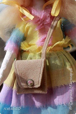Добрый вечер всем!!! Погода у нас почти летняя и куколка у меня получилась нарядная ,весенняя.. Ростом куколка 32 см. стоит самостоятельно. фото 3