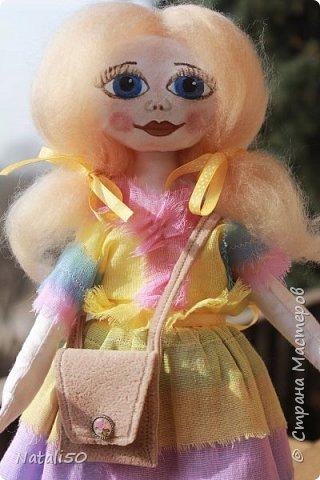 Добрый вечер всем!!! Погода у нас почти летняя и куколка у меня получилась нарядная ,весенняя.. Ростом куколка 32 см. стоит самостоятельно. фото 1