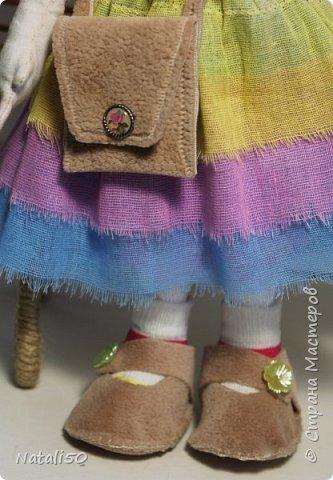 Добрый вечер всем!!! Погода у нас почти летняя и куколка у меня получилась нарядная ,весенняя.. Ростом куколка 32 см. стоит самостоятельно. фото 5