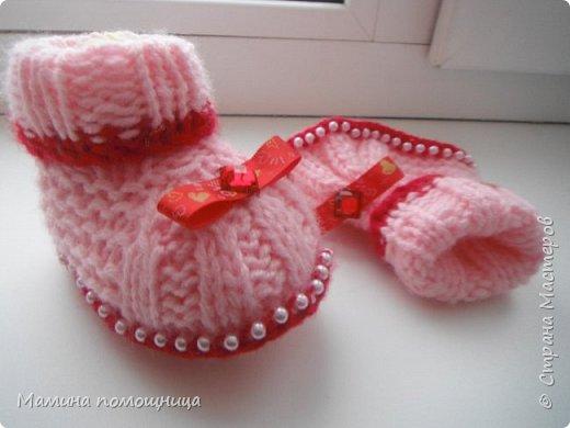 Здравствуйте! Подоспели у меня новые шапочки и пинетки связанные на заказ. Шапка-шлем для новорожденного фото 11