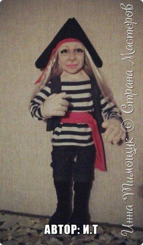 """Портетный шарж"""" Пиратка""""   . Смешанная техника. Куколка высотой  70 см. Подвижная. Одежда из  натуральных материалов . Треуголка из натуральной кожи . фото 3"""