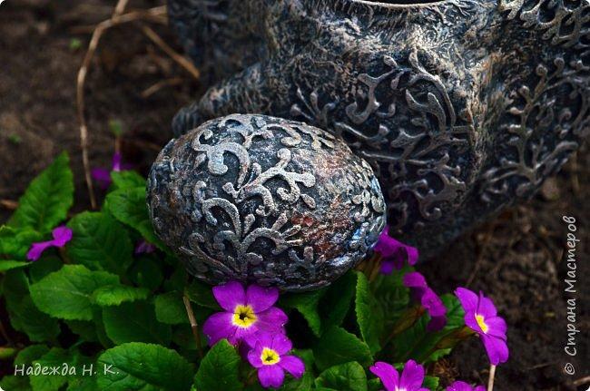 Здравствуйте! Недавно я показывала вам серебряную курочку, а теперь вслед за ней летит каменная пасхальная птичка.  фото 5