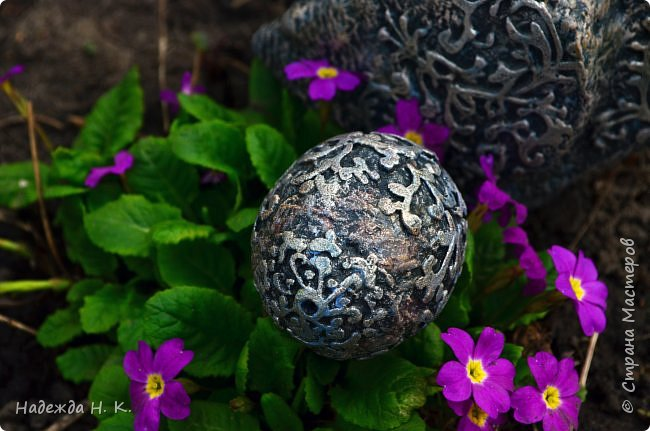 Здравствуйте! Недавно я показывала вам серебряную курочку, а теперь вслед за ней летит каменная пасхальная птичка.  фото 4