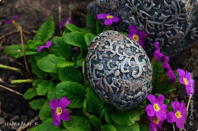 Здравствуйте! Недавно я показывала вам серебряную курочку, а теперь вслед за ней летит каменная пасхальная птичка.  фото 3