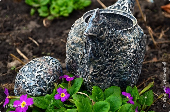 Здравствуйте! Недавно я показывала вам серебряную курочку, а теперь вслед за ней летит каменная пасхальная птичка.  фото 13