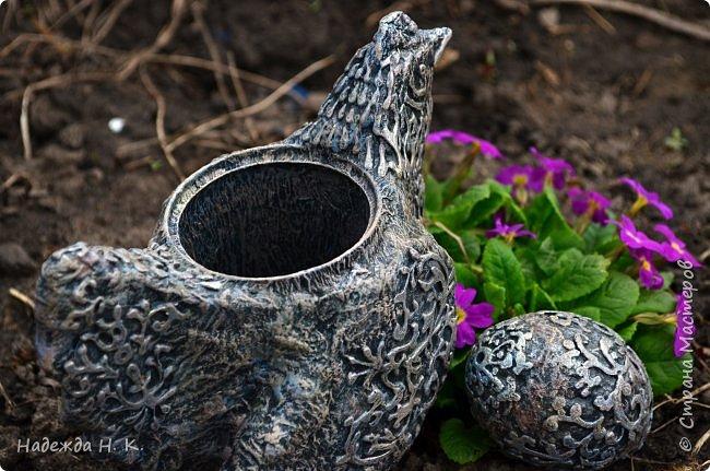 Здравствуйте! Недавно я показывала вам серебряную курочку, а теперь вслед за ней летит каменная пасхальная птичка.  фото 6