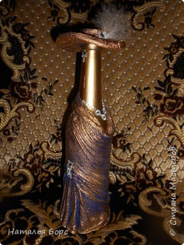 Здравствуйте, ВСЕ!!! Сегодня хочу похвалиться результатами освоенной мной техники декора бутылок. Много подобных бутылок видела я тут, наконец-то собралась попробовать сделать. Оказалось всё просто, бюджетно и не так долго! В качестве подарка мужчине - беспроигрышный вариант! фото 3