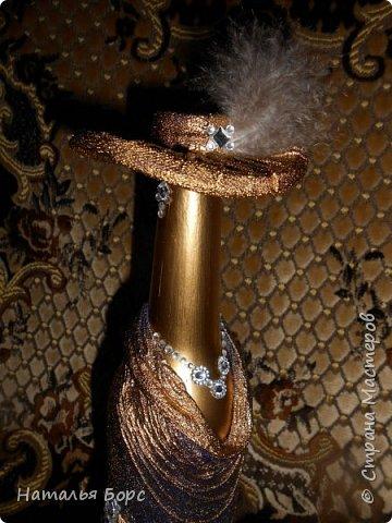 Здравствуйте, ВСЕ!!! Сегодня хочу похвалиться результатами освоенной мной техники декора бутылок. Много подобных бутылок видела я тут, наконец-то собралась попробовать сделать. Оказалось всё просто, бюджетно и не так долго! В качестве подарка мужчине - беспроигрышный вариант! фото 5
