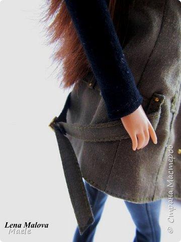 Вдохновила меня на этот образ Мэрилин Керро :) Захотелось сшить такую жилетку. Я довольна тем, что у меня получилось :) Английский воротник сделала большой. Пояс застегнуть сзади.  1. жилетка на подкладе, 3 рабочие шлевки - на каждой по 2 клепки. Застегивается на миниатюрные, сделанные вручную крючки. 2. простейшая водолазка 3. узкие кожаные штаны со строчками по бокам, с разрезами внизу и клепками.  4. ботильоны фабричные. фото 11