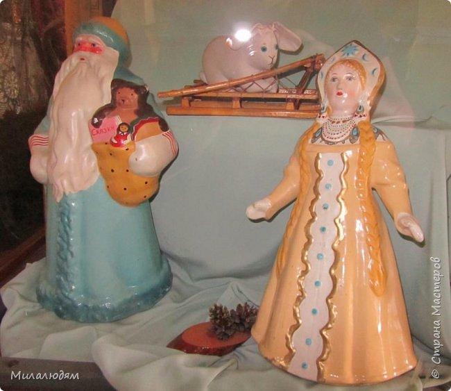 И так продолжаем экскурсию, но уже по музею.К сожалению года выпусков этих кукол я не знаю. При желании можно найти. Сейчас нет времени и очень лениво. Эти фото делала моя дочь. В ДК был ремонт, поэтом фото не совсем эстетичные, где смогли мало-мало пристроиться. фото 2