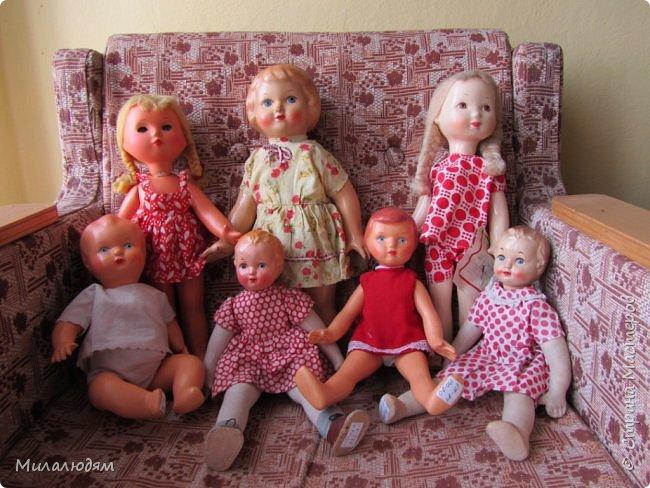 И так продолжаем экскурсию, но уже по музею.К сожалению года выпусков этих кукол я не знаю. При желании можно найти. Сейчас нет времени и очень лениво. Эти фото делала моя дочь. В ДК был ремонт, поэтом фото не совсем эстетичные, где смогли мало-мало пристроиться. фото 34