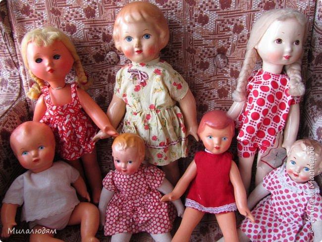 И так продолжаем экскурсию, но уже по музею.К сожалению года выпусков этих кукол я не знаю. При желании можно найти. Сейчас нет времени и очень лениво. Эти фото делала моя дочь. В ДК был ремонт, поэтом фото не совсем эстетичные, где смогли мало-мало пристроиться. фото 1