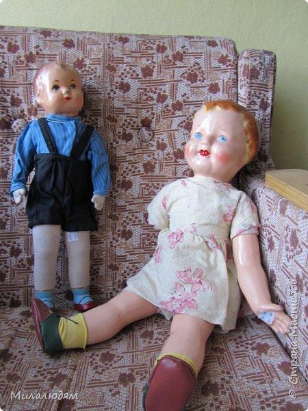 И так продолжаем экскурсию, но уже по музею.К сожалению года выпусков этих кукол я не знаю. При желании можно найти. Сейчас нет времени и очень лениво. Эти фото делала моя дочь. В ДК был ремонт, поэтом фото не совсем эстетичные, где смогли мало-мало пристроиться. фото 36