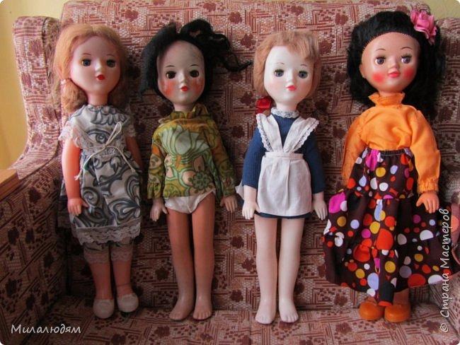 И так продолжаем экскурсию, но уже по музею.К сожалению года выпусков этих кукол я не знаю. При желании можно найти. Сейчас нет времени и очень лениво. Эти фото делала моя дочь. В ДК был ремонт, поэтом фото не совсем эстетичные, где смогли мало-мало пристроиться. фото 43