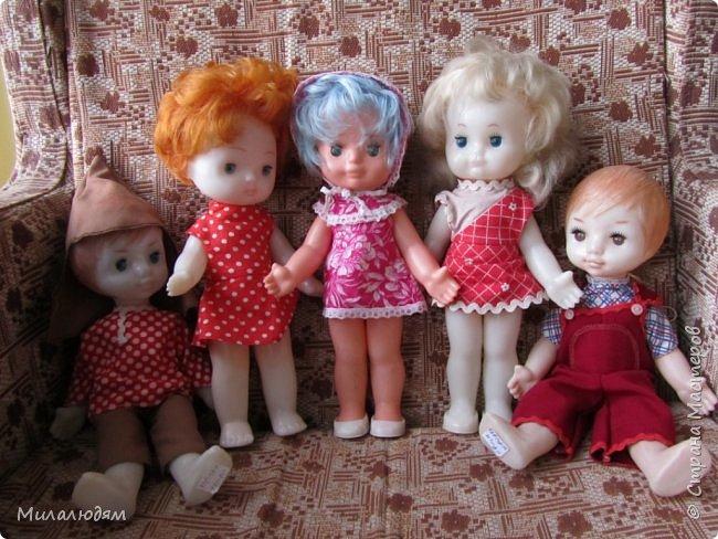 И так продолжаем экскурсию, но уже по музею.К сожалению года выпусков этих кукол я не знаю. При желании можно найти. Сейчас нет времени и очень лениво. Эти фото делала моя дочь. В ДК был ремонт, поэтом фото не совсем эстетичные, где смогли мало-мало пристроиться. фото 44