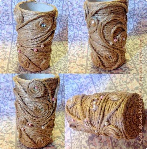 Доброго дня всем)) Вот такая вазочка у меня получилась из втулки от туалетной бумаги и нитки-шнура)) кружево и стразы, лента с вырубкой имитацией листиков для украшения)) фото 4