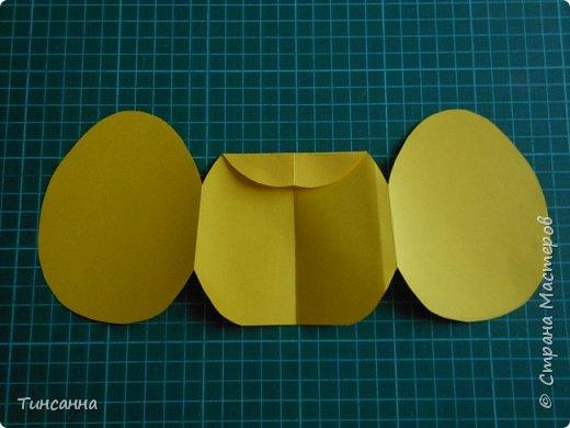 Открытка в форме яйца, при открывании  которой  появляется цыпленок. При ее изготовлении используются приемы оригами и скрапбукинга. фото 11