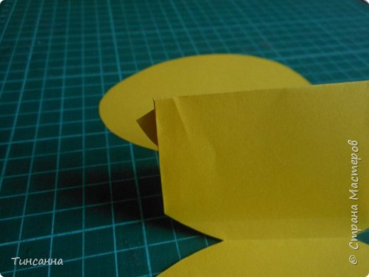 Открытка в форме яйца, при открывании  которой  появляется цыпленок. При ее изготовлении используются приемы оригами и скрапбукинга. фото 15