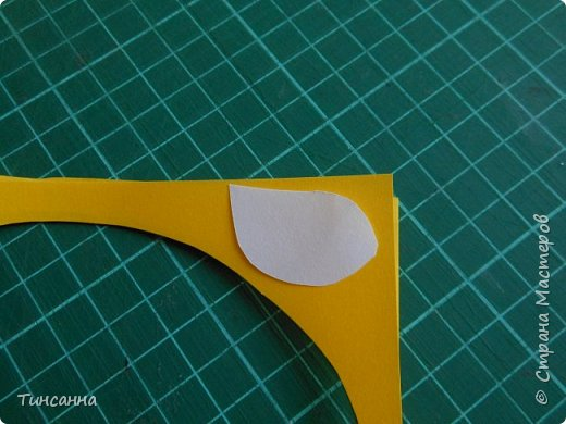 Открытка в форме яйца, при открывании  которой  появляется цыпленок. При ее изготовлении используются приемы оригами и скрапбукинга. фото 17