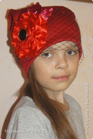 Вот такие шапочки сшила для себя и своих дочек фото 2