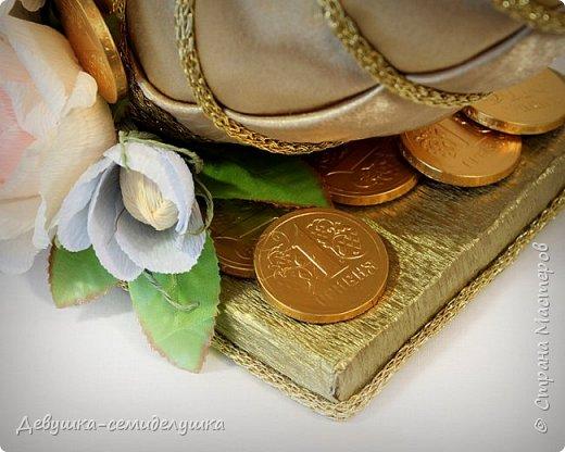 """Мы часто в поздравлениях желаем друг другу, чтобы удача, счастье, здоровье, благополучие и материальный достаток появлялись в нашей жизни, как из «Рога изобилия».  """"Рог изобилия"""" из конфет станет прекрасным подарком на любой праздник! Он непременно подарит владельцу этого атрибута именно то, что тому необходимо: здоровье, успех, любовь и материальные богатства! фото 5"""